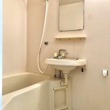 浴室は2点ユニットです。