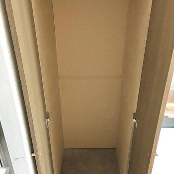 収納はとってもコンパクト。(※写真は3階の同間取り別部屋、清掃前のものです)