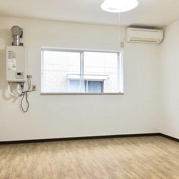 シンプルなワンルーム(※写真は3階の同間取り別部屋のものです)