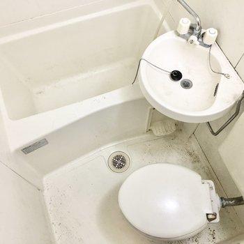 水回りは3点ユニットです(※写真は3階の同間取り別部屋、清掃前のものです)