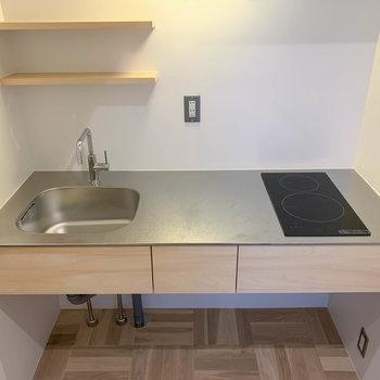 二口IHのキッチン。作業スペースもしっかりと確保されています。