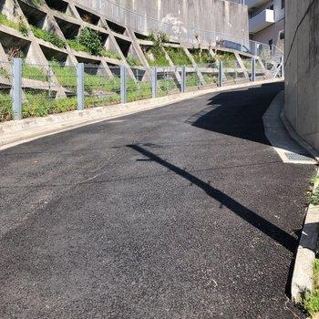 矢賀駅方面から帰る際は、かなり急な坂を上った後、下ります。電動自転車があると便利かも。