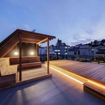 屋上のデッキスペースが最高なのです