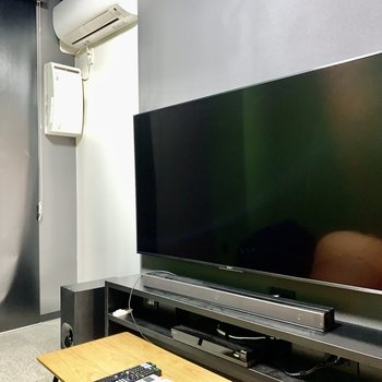 【Theater room】テレビもなかなかの大きさ。