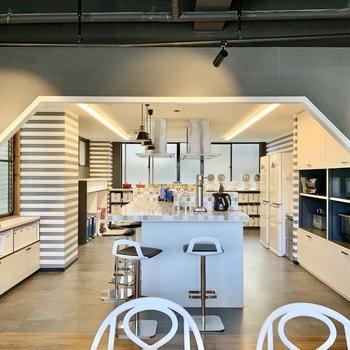 【Kitchen】共用キッチンはさすがの設備。