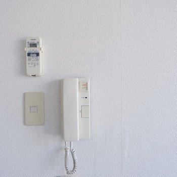 【2階洋室】2階に居ても訪問者に対応ができます。
