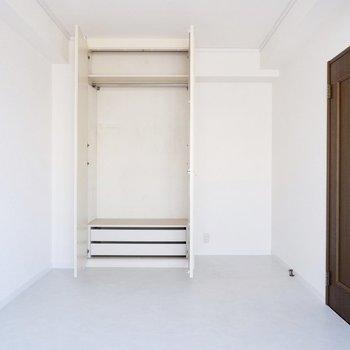【2階洋室】それぞれの洋室に収納があるのは嬉しいですね。