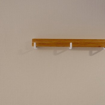 壁にはフックも付いています。