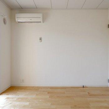 【1階洋室①】寝室や書斎としても良さそうです。
