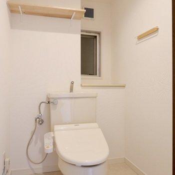トイレの収納面も充実。