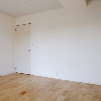【1階洋室①】間取りはとってもシンプル。