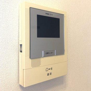 TVモニタ付ドアホンなので防犯面も安心ですね。