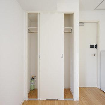 【301】収納もしっかり。※写真は反転間取り別部屋のものです
