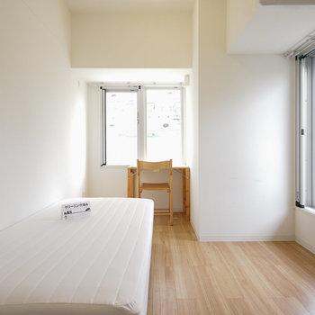 【301】6.9帖のお部屋です。※写真は反転間取り別部屋のものです