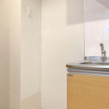 横に冷蔵庫を置きましょう。※写真は3階の同間取り別部屋のものです