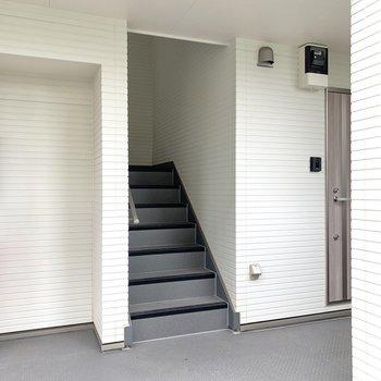 階段上って3階にあるお部屋です。