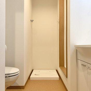 洗面所の正面は洗濯機置き場になっています。※写真は3階の同間取り別部屋のものです