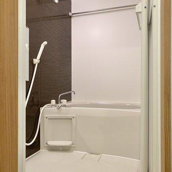 隣の浴室は乾燥機付きでしたよ。※写真は3階の同間取り別部屋のものです