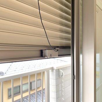 窓にはシャッターも付いています。※写真は3階の同間取り別部屋のものです