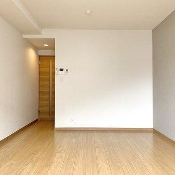 窓側を背にするとこんな感じ。自由度の高いお部屋です。※写真は3階の同間取り別部屋のものです