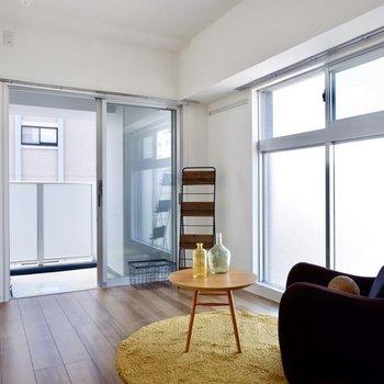 【洋室】こちらも2面採光ですね。※写真は11階同間取り別部屋のものです