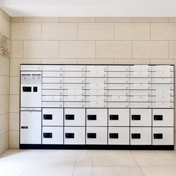 集合ポストと宅配ボックス。たくさんあるので不在時も安心です。