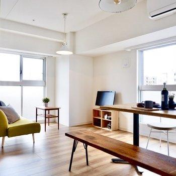 【LDK】2面採光の明るい空間です。※写真は11階同間取り別部屋のものです