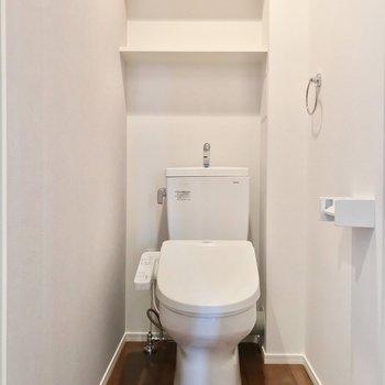 トイレはウォシュレット付きです。(※写真は5階の同間取り別部屋のものです)