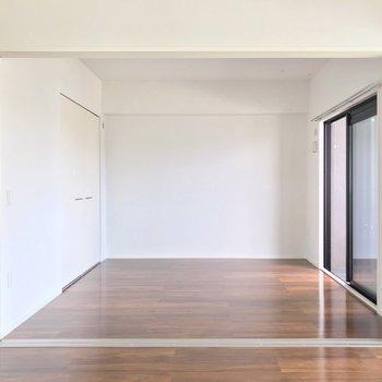 洋室は6.3帖。書斎やお子さまの遊び場に活躍しそうな予感。(※写真は5階の同間取り別部屋のものです)