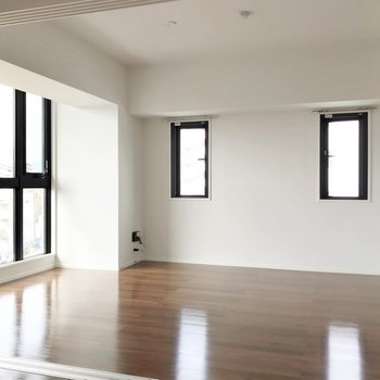 大きめの家具でソファダイニングを作ってもいいですね。(※写真は5階の同間取り別部屋のものです)