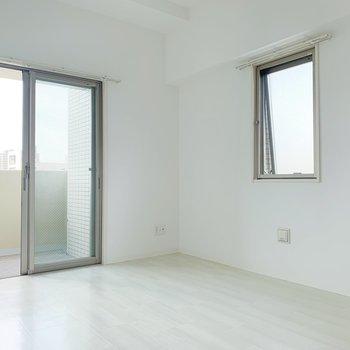 【洋室6帖】この部屋はベットルームとして使おうかな。