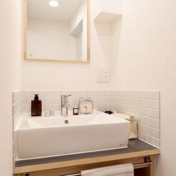 タイルの可愛らしい洗面台です。※写真は前回募集時のもの