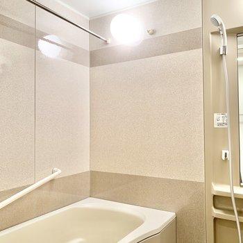 浴室乾燥の付いたバスルームです。