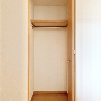 【洋室約5.6帖】収納ボックスを入れることができますよ。