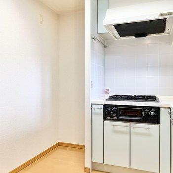 【LDK】冷蔵庫雨置き場も確保されてます。