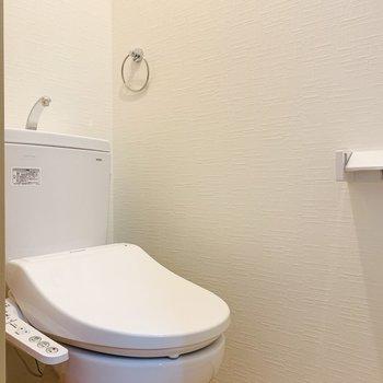 お手洗いは嬉しいウォシュレット付きです。