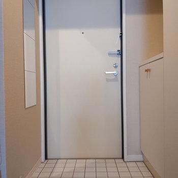 姿見付きの玄関です。