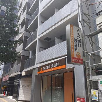 1階が歯医者さんの建物です。