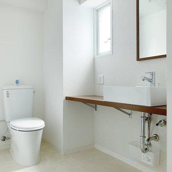 洗面台とトイレです◯朝の身支度が楽しくなりそう…!