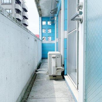 サンル−ムの扉をあけると、バルコニーに!これで洗濯物の動線が決まりましたね◎