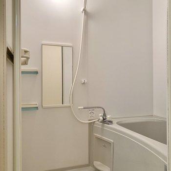 浴室がキッチンの背中側にありました。