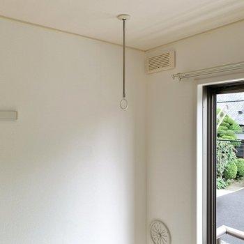 室内干しも窓の近くで行えますよ。