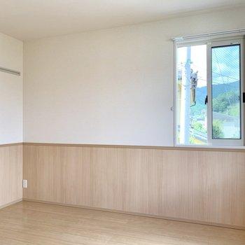【洋室約6帖】寝室や勉強部屋にするのも良さそうですね。