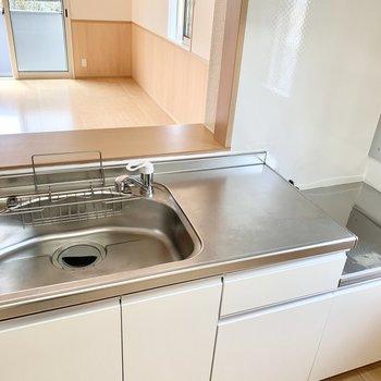 【LDK】シンクが広いので洗い物がスムーズにできそうです。