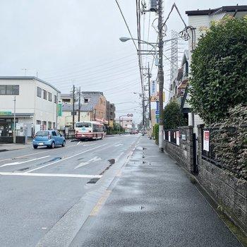 バス停も徒歩2分ほどのところに。