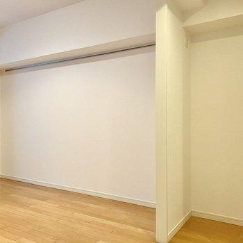 【LDK】右側のくぼみに冷蔵庫が置けますよ。