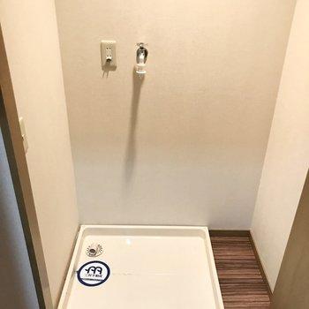 扉付きで洗濯機が隠せるから部屋がごちゃつかなくていい!