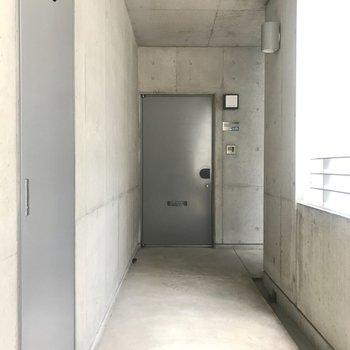 なんて重厚な扉なんだ!かっこいい!