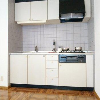 白のキッチンって料理映えしてやりごたえありますよね〜(※写真の小物は見本です)
