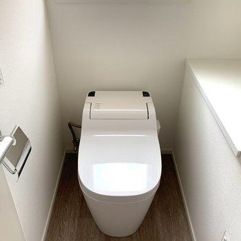 トイレはもちろんウォシュレット付きです。